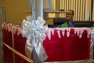 holiday office cubicle decorations work ideas