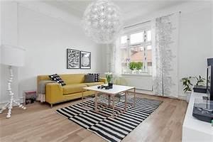 la deco scandinave pour le salon quelques idees With tapis jaune avec canape charme d interieur
