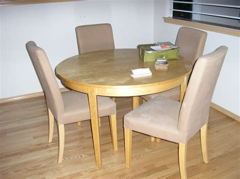 kitchen table chairs  grasscloth wallpaper