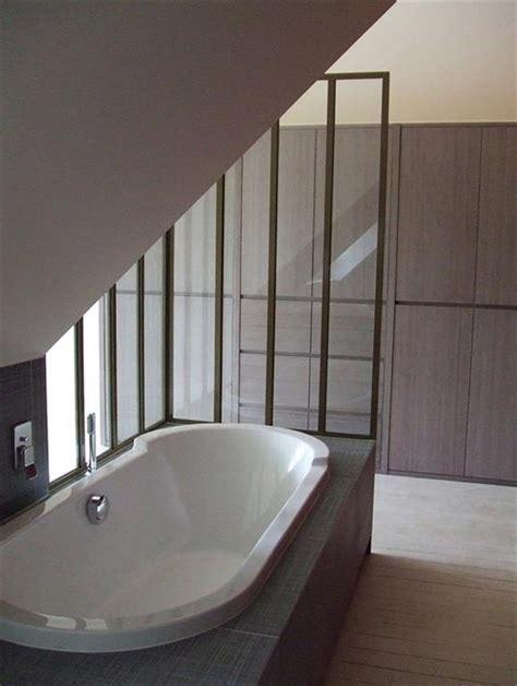 d馗o chambre sous pente baignoire encastrée sous la pente de toit catherine rouilly