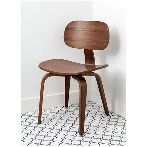 gus modern thompson chair se in walnut eurway