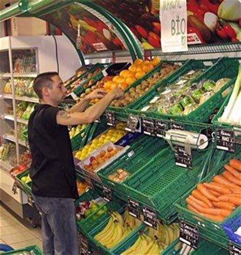 chambre contre services mise en rayon des fruits et légumes