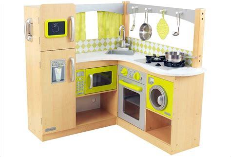 un jeux de cuisine jouet en bois pour cuisine