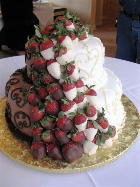 creative wedding cake ideas   bride  groom