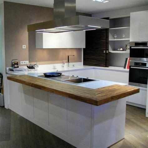 cuisine ilot central design cuisines équipées avec plan de travail bois massif cognac