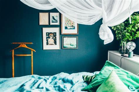 la chambre bleue du bleu canard comme fil conducteur