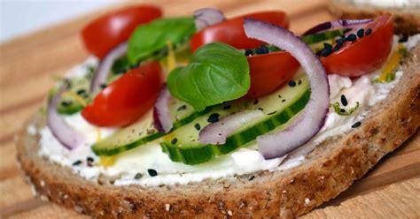 recette bruschettas  la ricotta concombre tomate