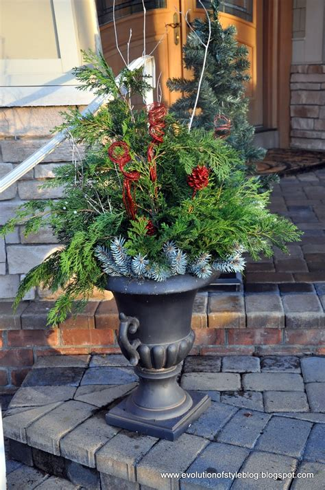 easy outdoor holiday decor evolution  style