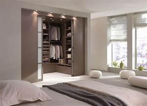 Idée Dressing Fait Maison : une chambre avec une salle de bain ou un dressing ~ Melissatoandfro.com Idées de Décoration