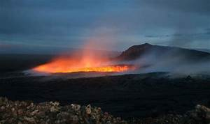 Hawaii volcano BLOWS: Kīlauea spouts LAVA streams in rare ...