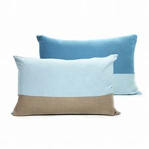 Coussin En Lin : coussin en lin 40 x 60 cm bleu lab pour chambre enfant les enfants du design ~ Teatrodelosmanantiales.com Idées de Décoration