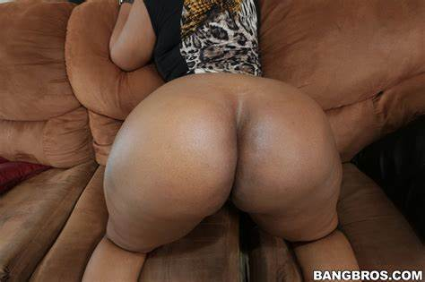 Round Ass Woman Well Serve layla monroe is well equipped everywhere