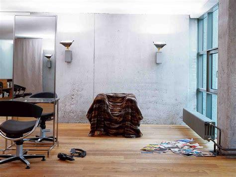 Ein Friseursalon Mit Radikal Reduzierter Innenarchitektur