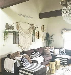 1001 conseils et idees pour amenager un salon rustique With tapis ethnique avec petit canapé d angle gris