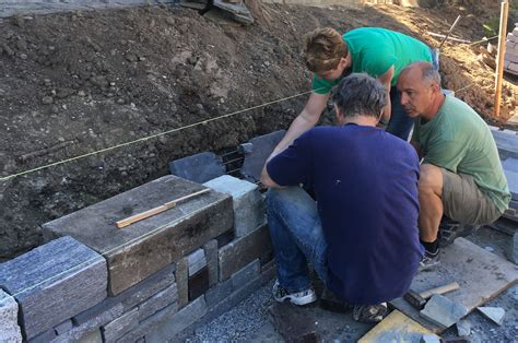 Wie Man Eine Trockenmauer Baut  Die Kunst Des Entspannten
