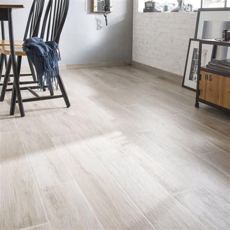 carrelage sol et mur gris effet bois danube l 15 x l 90 cm leroy merlin