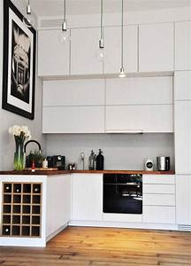 Weinregal Weiss Ikea : kleine k che in matt wei mit arbeitsplatte aus massivholz hausrenovierung pinterest ~ Markanthonyermac.com Haus und Dekorationen