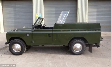 queens land rover fitted  traffic light system