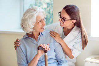 emploi auxiliaire de vie en maison de retraite comment devenir auxiliaire de vie en maison de retraite informations formations et salaires