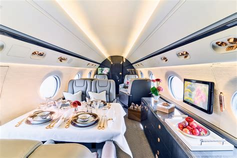 GULFSTREAM G550 Large and cosy world-class business jet