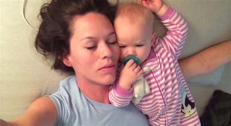 Dormir Avec Son Bébé C'est Une Mauvaise Idée Breakforbuzz