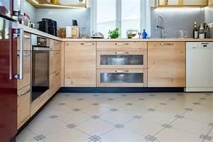 Sockelleiste Für Küche : sockelleiste k che arbeitsplatte zus tzliche arbeitsfl che k che wei gold wasserhahn armatur ~ Frokenaadalensverden.com Haus und Dekorationen