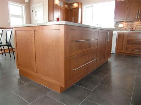cuisine armoire ilot armoire cuisine contemporaine shaker en merisier