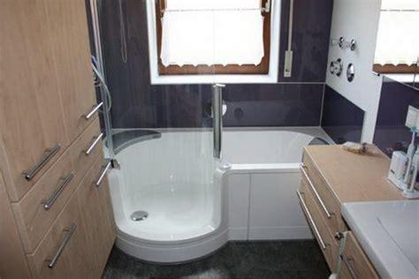 Sitzbadewannen Kleine Bäder by Kleine B 228 Der Mit Dusche Und Badewanne