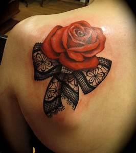 Tatouage De Femme : photo tatouage femme une rose sur la clavicule ~ Melissatoandfro.com Idées de Décoration