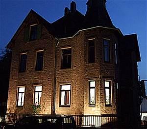 Fassadenbeleuchtung Außen Led : erste kunstgalerie nur mit energiesparlampen news pr ~ Markanthonyermac.com Haus und Dekorationen