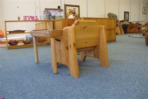 chaise montessori choisir une chaise pour bébé bébé montessori