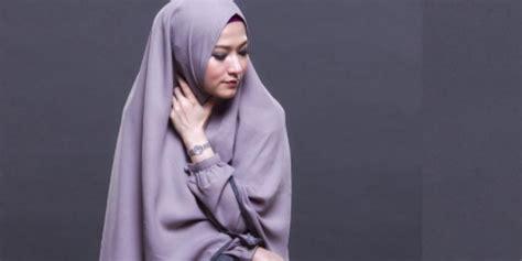 lyra virna fesyen hijab syari elegan dreamcoid