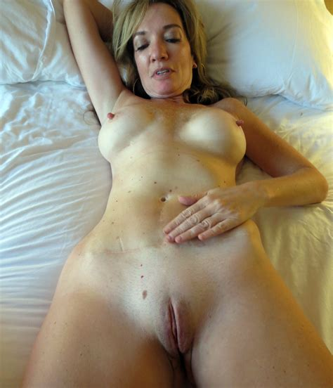 Wifebucket Compilation Of Amateur Wives Fully Naked
