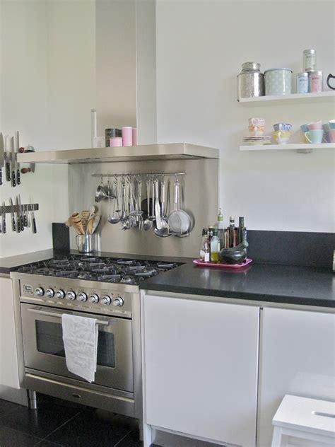 utensilios de cozinha na parede  lindas ideias