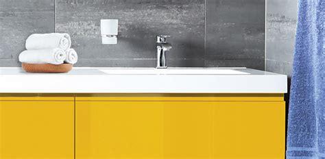 peinture cuisine jaune rénover et relooker sa cuisine salle de bain et ses sols