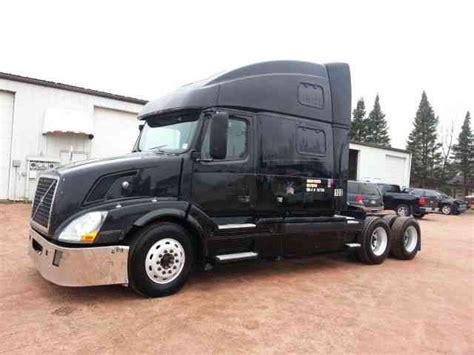 2004 volvo truck volvo 780 2004 sleeper semi trucks