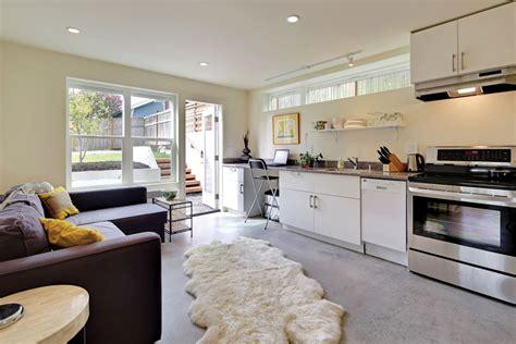 modern eco friendly prefab home  greenwood seattle met