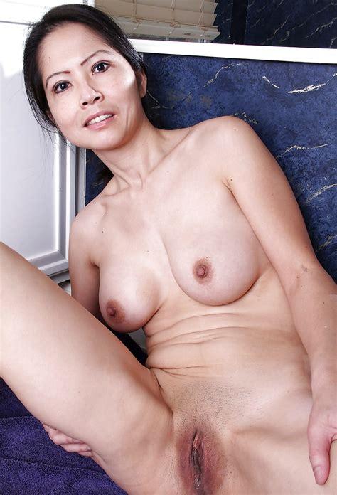 Sexy Asian Milf Mom Spreading Pics