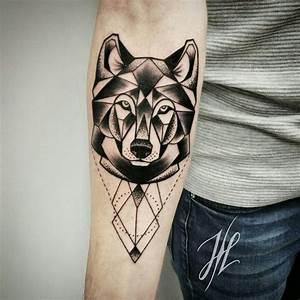Tatouage Loup Celtique : geometric wolf by marjorianne marjorianne tattoos pinterest tatouage loup tatouage et ~ Farleysfitness.com Idées de Décoration