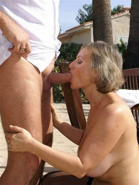 Husband Fucks The Mouth Of His Old Wife Near The Pool Big