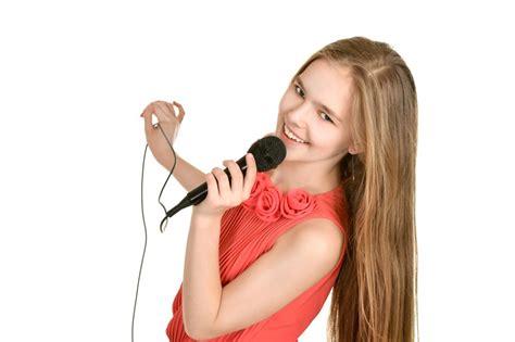 start singing     age  start singing