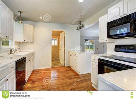 Interno Americane by Vecchio Interno Semplice Vuoto Bianco Della Cucina In Casa