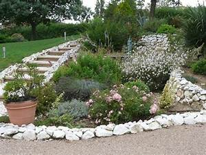 amenager talus pentu amenagement talus jardin en pente p With exceptional jardin de rocaille photos 4 fleurir un escalier