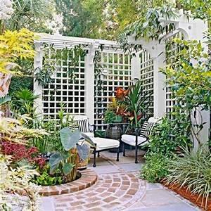 Ideen Reihenhausgarten Sichtschutz : sitzecke im garten ideen mit sichtschutz gartenhaus bauen ~ Lizthompson.info Haus und Dekorationen