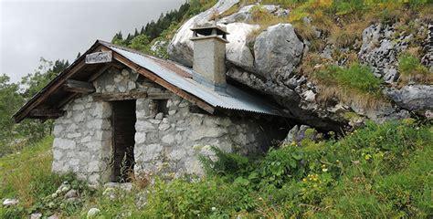 parabole 3 la maison b 226 tie sur le roc et celle b 226 tie sur