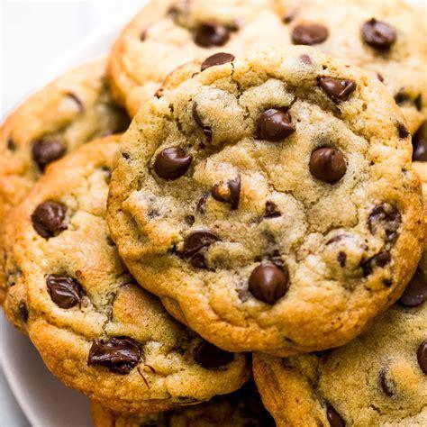 bakery style chocolate chip cookies handle  heat