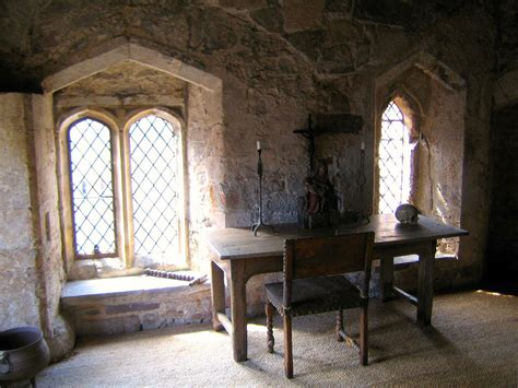 Edward II's Cell - Interior | The Cell in Berkeley Castle ...
