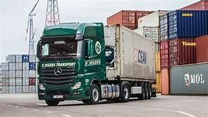 Le Camion Idal Transport De Conteneurs Avec LActros