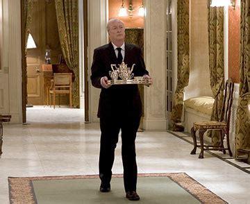 un valet de chambre la reine d angleterre cherche un valet de chambre ca vous