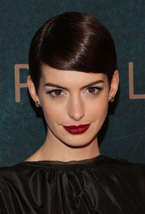 Anne hathaway hairstyles, haircuts and colors. Anne Hathaway Shows You 10 Inventive Ways to Wear a Pixie ...